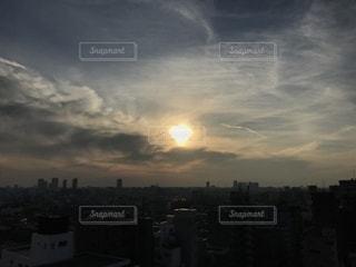 街に沈む夕日の写真・画像素材[1000903]