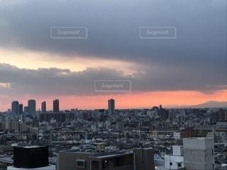 夕暮れ時の都市の景色の写真・画像素材[1000906]