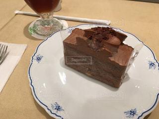 洋風のチョコレートケーキの写真・画像素材[998426]