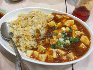 麻婆豆腐とチャーハンの写真・画像素材[998463]