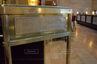 ニューヨークのグランドセントラル駅にあるマイケルジョーダンステーキハウスの写真・画像素材[998574]