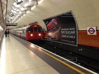 イギリス(ロンドン)の地下鉄の電車の写真・画像素材[998597]