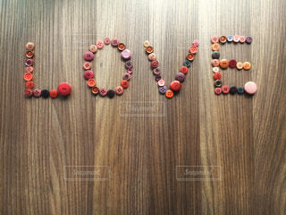 木製カッティング ボード ボタン LOVEの写真・画像素材[999299]