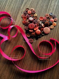 ピンク リボンとハートの写真・画像素材[999572]