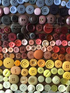 いっぱいのボタンの写真・画像素材[1001796]