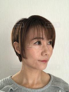 ショートヘアの横顔の写真・画像素材[2799299]