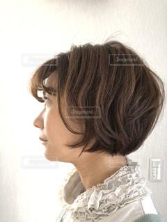 ふんわりショートヘアの女性の写真・画像素材[3041256]