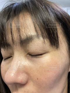 目を閉じた顔の写真・画像素材[4242623]