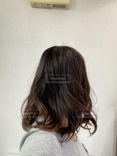 巻き髪の後ろ姿の写真・画像素材[4310362]