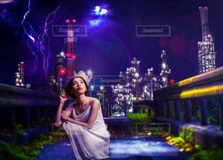ステージに立っている女性の写真・画像素材[999535]