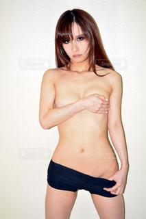 セミヌードの女性モデルの写真・画像素材[2060413]