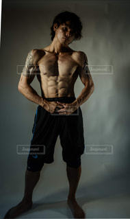筋肉を鍛えるの写真・画像素材[2069946]