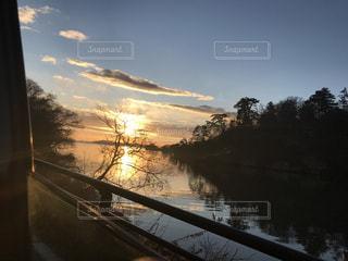 水の体以上の長い橋の写真・画像素材[1001253]