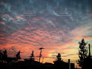 街に沈む夕日の写真・画像素材[1001392]