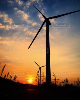 夕日と風車の写真・画像素材[1001436]