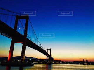 夕暮れの若戸大橋の写真・画像素材[1004034]