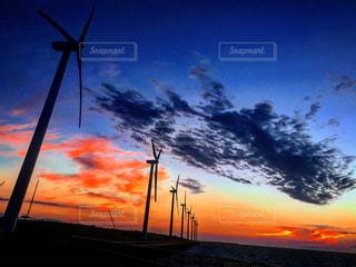 風車と夕暮れの写真・画像素材[1004040]