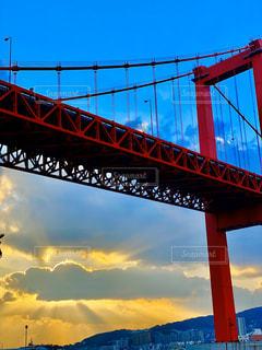 水域に架かる橋を渡る列車の写真・画像素材[2932680]