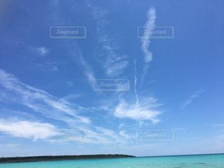 青い空に雲の写真・画像素材[1021737]