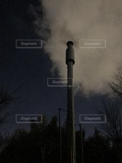 薪ストーブからの煙の写真・画像素材[1001735]