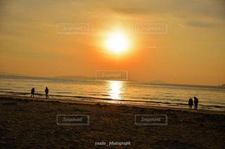 夕焼け空の海の写真・画像素材[1001734]