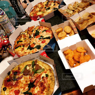 ピザの種類でいっぱいのボックス - No.1003965