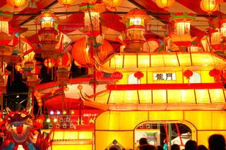 長崎ランタンフェスティバルの門と龍の写真・画像素材[1003309]