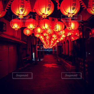 夜はライトアップ ランプの写真・画像素材[1005417]