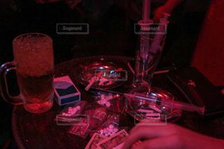 お酒、ドラッグ、注射器などのアンダーグラウンドの写真・画像素材[1005570]