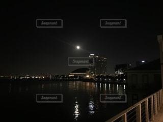 ヤフオクドームと満月の写真・画像素材[1054488]