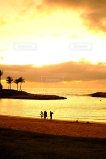 ビーチの夕暮れの写真・画像素材[1006863]