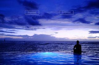 青いプールの写真・画像素材[1013229]