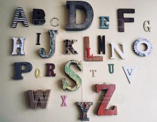 アルファベットの壁の写真・画像素材[1024113]