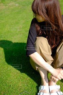 緑の草原の女 - No.1255411