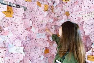ピンクの壁紙の写真・画像素材[3755104]