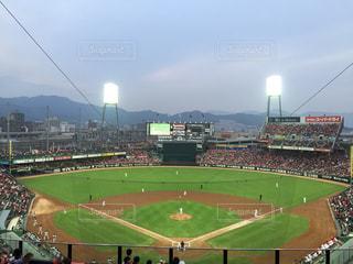 緑の芝生と大きなスタジアムの写真・画像素材[1005744]
