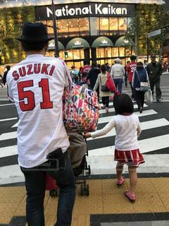 野球観戦帰りの写真・画像素材[1006939]