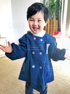 幼稚園の制服を着た少年の写真・画像素材[1012947]