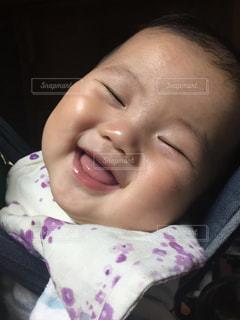 赤ちゃんがメッチャご機嫌!の写真・画像素材[1067122]
