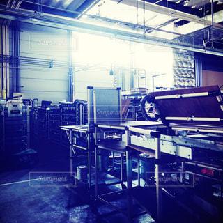 工場の静けさの中の光の写真・画像素材[1093734]