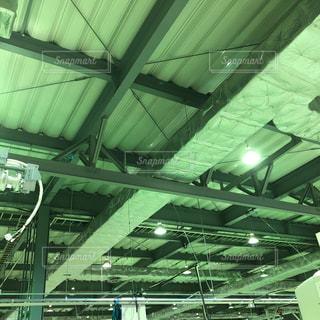 工場の天井の写真・画像素材[1094090]