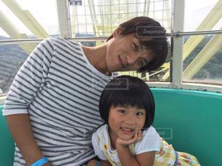 観覧車に乗る父と娘の写真・画像素材[1109936]