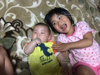 弟とお姉ちゃんの写真・画像素材[1109938]