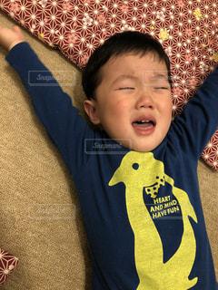 泣く男の子の写真・画像素材[1131259]