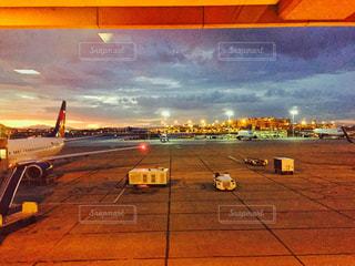 アメリカの早朝の飛行場の写真・画像素材[1697512]