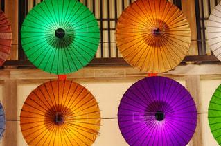 カラフルな傘の写真・画像素材[1703140]