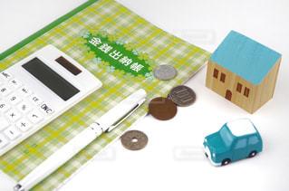 家計の管理 家計簿と電卓の写真・画像素材[2121122]