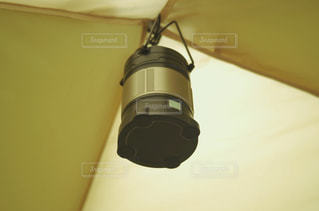 アウトドア テントとランタンの写真・画像素材[2121359]