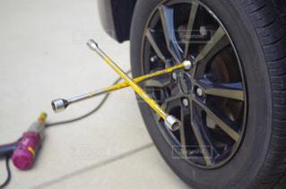 自動車 タイヤ交換の写真・画像素材[2122279]