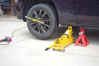 自動車 タイヤ交換の写真・画像素材[2122281]